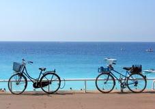 Bycicles sur la mer photographie stock