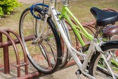 Bycicles wynajem usługa w Sukhothai dziejowym parku, Tajlandia Zdjęcie Stock