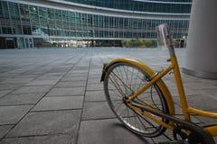 Bycycle в современном ` Gioia ` зоны, от милана, Италия стоковое изображение rf