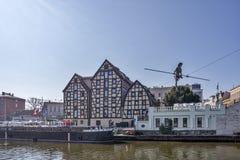 Bydgoszcz, Polen, am 10. April 2017 - Brda-Flussbank und die drei Getreidespeicher Lizenzfreies Stockbild