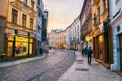 BYDGOSZCZ, POLONIA, 2017 11 14, mercado en Bydgoszcz, ciudad vieja hermosa Bydgoszcz del ayuntamiento Imagen de archivo libre de regalías