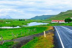 Bygd landskap i nordostliga Island Royaltyfria Bilder