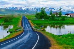 Bygd landskap i nordostliga Island royaltyfria foton