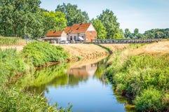 Bygd med den Nete floden i Belgien royaltyfria bilder