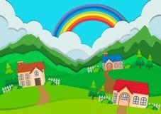 Bygdplats med hus på kullar Arkivfoto
