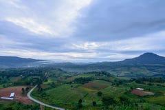 Bygdsikt från berget under soluppgång Royaltyfria Bilder