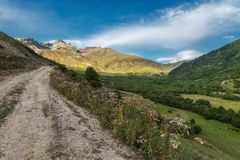 BygdSvaneti Georgia berg Arkivbild