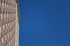 Byggande över blå himmel Arkivbilder