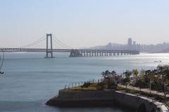 Byggande argt hav Bridgewater i Dalian, Liaoning landskap, Kina Royaltyfri Bild