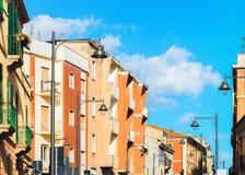 Byggande arkitektur i Olbia Sardinia arkivfoton
