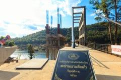 Byggande av en bro över en sjö Mae Kuang Dam, Asien, Thailand Arkivfoton