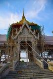 Byggande av en buddistisk tempel Arkivbilder