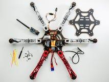 Byggande av ett hexacoptersurr Royaltyfri Foto