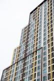 byggande av många fönster Arkivfoton