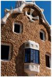 Byggande av parkerar Guell Barcelona royaltyfri bild
