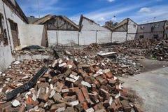 Byggande demolerad tegelstenspillror   Arkivfoton