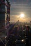 Byggande detaljer i London horisont på solnedgången Royaltyfri Bild