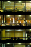 byggande exponerad natt arkivbilder