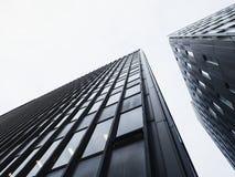 Byggande för fasad för arkitekturdetalj svartvitt modernt Fotografering för Bildbyråer