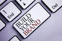 Byggande för ordhandstiltext ditt märke Affärsidéen för skapar din egen logosloganmodell som annonserar att marknadsföra för E so fotografering för bildbyråer