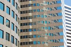 byggande företags reflexioner Royaltyfri Bild