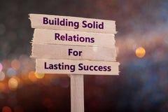 Byggande fast förbindelse för hållbar framgång royaltyfri bild