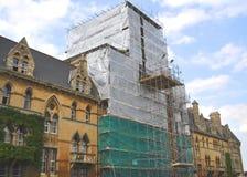 byggande gammal material till byggnadsställning för återställande 2 Arkivbild