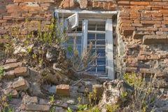 byggande gammalt fönster Arkivfoto