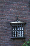 byggande gammalt townväggfönster royaltyfri bild