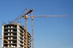 Byggande hus- och konstruktionskran Arkivfoton