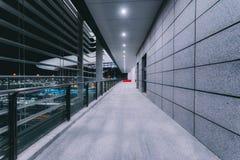 Byggande i flygplats p? natten royaltyfri foto