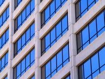 byggande kommersiella fönster fotografering för bildbyråer