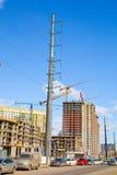 Byggande. kraftledningar Arkivbilder