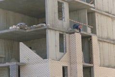 byggande m?ng- storey Konstruktion av m?ng--v?ning bostads- byggnad arkivbild