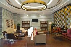 byggande modern lobbyvardagsrum Royaltyfria Bilder