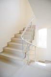 byggande modern trappuppgång Arkivfoton