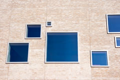 byggande moderna fönster Royaltyfria Foton