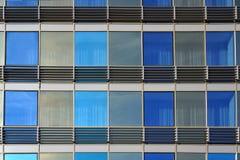 byggande moderna fönster arkitektoniskt som bakgrund var kan inramning använt Royaltyfria Bilder