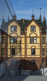 byggande moderna gammala reflekterade fönster Royaltyfri Foto