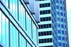 byggande moderna kontorsfönster Arkivfoto