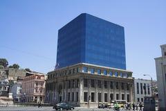 byggande moderna valparaiso arkivfoto