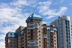 byggande modernt bostads royaltyfri foto