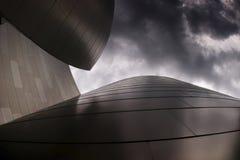byggande molnig modern sky Arkivbild
