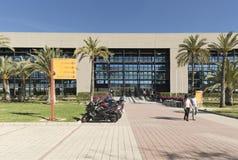 Byggande motsvara till Miguel Hernandez University av Elc arkivbilder