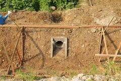 Byggande ny bevattningkanalplats. Arkivbild