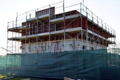 Byggande nya hus i Italien, konstruktionsplats, säkrar tecniques Arkivfoto