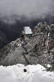 Byggande på överkanten av berget i Chamonix royaltyfri foto