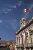 byggande regerings- guanajuato mexico för kyrklig flagga Royaltyfri Foto