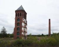 byggande skröplig fabrik Arkivfoto