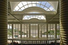 byggande stora fönster Arkivbilder